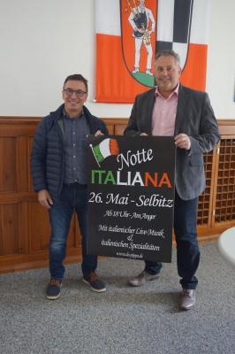 Bild von links: Giuseppe Bonarrigo und Erster Bürgermeister Stefan Busch