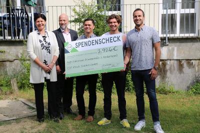 Die Geschäftsführung der F&P Stock Solution GmbH überreichte dem ASB Falkensee eine Spende in Höhe von 2.926 Euro.
