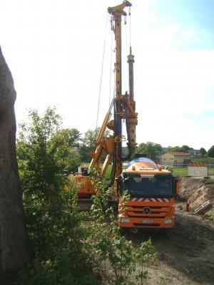Vorschaubild zur Meldung: Riesenbohrer arbeitet am Lauterufer in Mihla