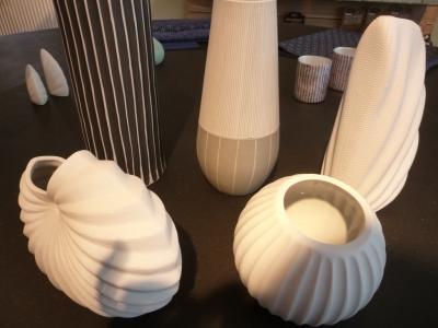 Vorschaubild zur Meldung: Dekorative Blumenvasen