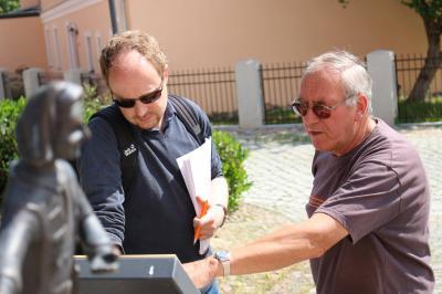 Foto zu Meldung: Berliner Journalist erkundet Witzerundweg