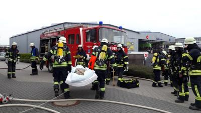 Foto zu Meldung: Feuerwehr-Übung mit THW im Pflegeheim