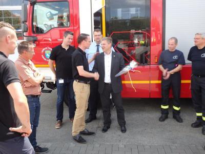 Vorschaubild zur Meldung: Neues Feuerwehrfahrzeug übergeben