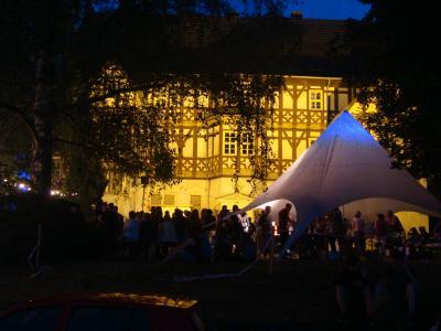 Vorschaubild zur Meldung: 5. Schlossnacht: Sandra Peschke und ihre Band überzeugten zum Mihlaer Schlosskonzert
