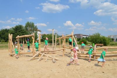 Pünktlich zum Kindertag: Neuer Spielplatz in der Schwarzburger Straße eröffnet