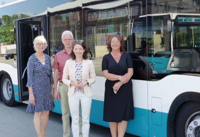 Die SVM-Verantwortlichen freuen sich über ihren Neuzugang: Einen Bus mit moderner Ausstattung und Komfort für die Fahrgäste.