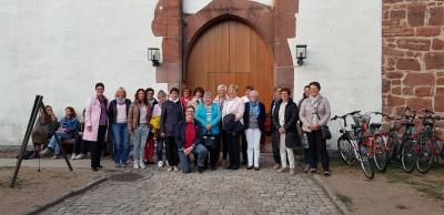 Foto zur Meldung: Frauenchor besuchte die  Festspiele im Schloss Eichhof