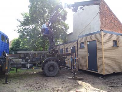 Vorschaubild zur Meldung: Neue Sanitärcontainer für den Klostergarten