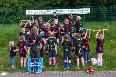 Foto zur Meldung: Wasser aus Flaschen und Eimern: Hockeycamp 2018 der Schulhockey AG der Griebnitzseeschule