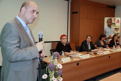 LFB-Präsident Thomas Schwierzy eröffnet die Podiumsdiskussion