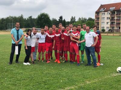 FC Rot-Weiß Nennhausen mit Amtsdirektorin Ilka Lenke (2.v.l.)