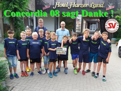 Foto zur Meldung: Harzer-Land GmbH & Co. KG spendiert Trainingslager/Saisonabschluß