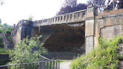 Blick auf die marode Rißbrücke