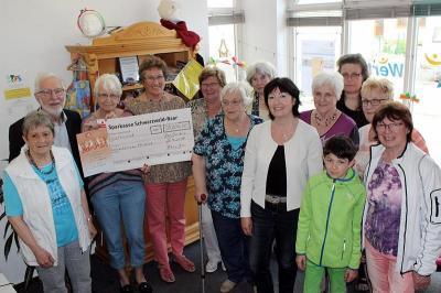 Foto zur Meldung: Nähkörble spendet 50.000 Euro an den Förderverein für krebskranke Kinder