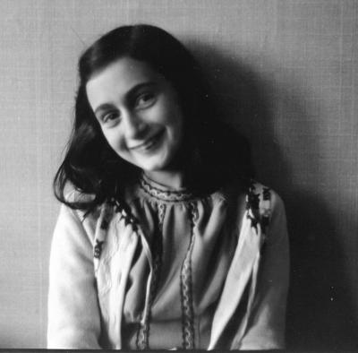 Vorschaubild zur Meldung: Deine Anne - Ein Mädchen schreibt Geschichte