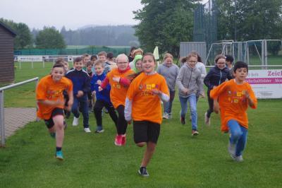 Foto zur Meldung: Kinder laufen für Kinder