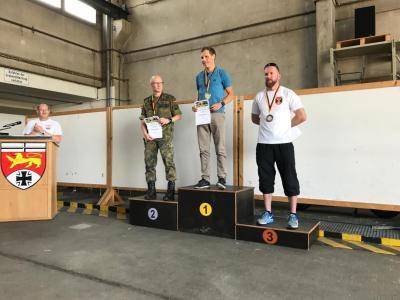 Foto zur Meldung: Valder und Göldner gewinnen Kottenforstlauf in Bonn mit Streckenrekord