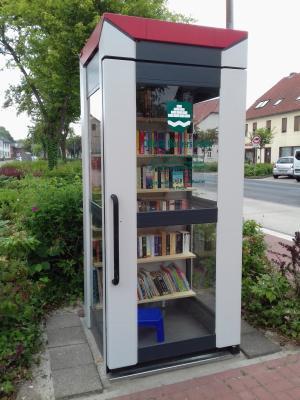 Foto zu Meldung: Velpkes öffentlicher Bücherschrank wurde eröffnet