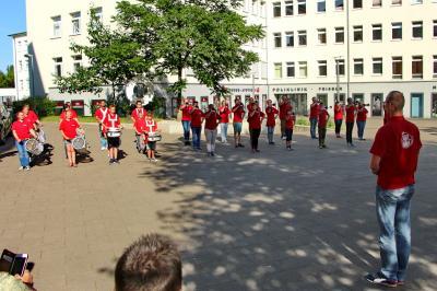 Foto zur Meldung: Fanfarenzug Potsdam musiziert und spendet Blut