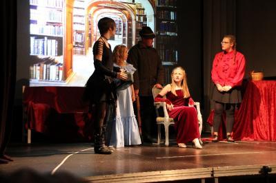 Vorschaubild zur Meldung: Junior-Theater-AG mit umjubelter Märchen-Aufführung