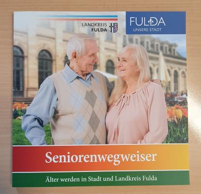 Seniorenwegweiser 2021 - Neuauflage mit vielen wertvollen Informationen - kostenlos im Rathaus