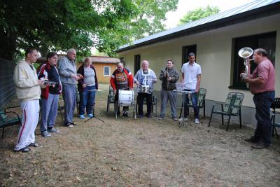 """Vorschaubild zur Meldung: Musikgruppe der AWO Wohnstätte """"Leuchtturm"""" haut auf die Pauke in Wittenberge"""