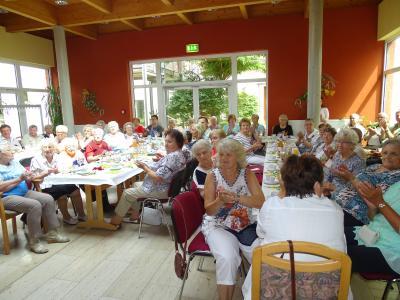 Foto zur Meldung: 2. Seniorentag der Einheitsgemeinde Nienburg (Saale) stößt auf großes Interesse