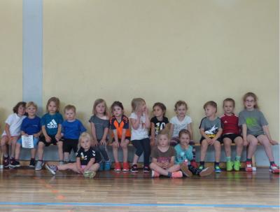 Foto zur Meldung: Unsere Handballzwerge legen Mini-Sportabzeichen ab