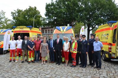Foto zur Meldung: Neue Fahrzeuge für den Rettungsdienst offiziell übergeben