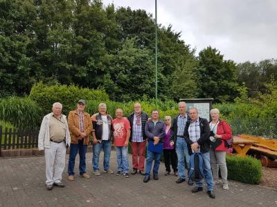 """Vorschaubild zur Meldung: Kommission zum Wettbewerb """"Rote Azalee"""" im Verein"""