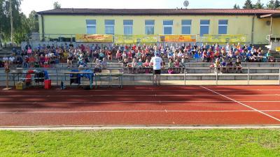 Foto zu Meldung: Toller Lauf -Tag für 171 Kinder der Laager  Grundschule