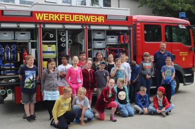 Die Feuerwehr auf dem Schulhof