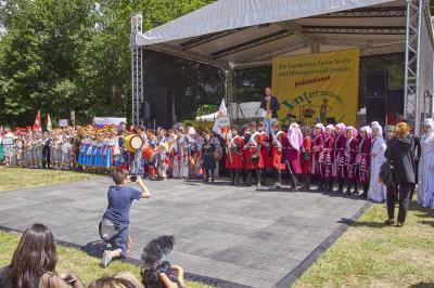 Vorschaubild zur Meldung: Folklorelawine in Altdöbern war Publikumsmagnet