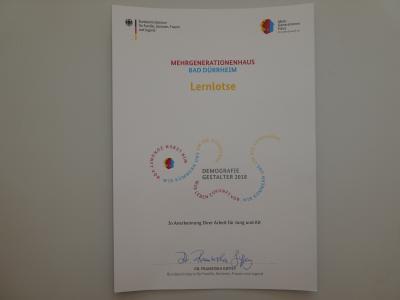 Foto zur Meldung: Generationentreff LEBENSWert erhält Urkunde von Bundesfamilienministerin