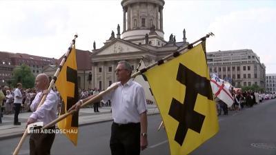 Foto zu Meldung: KAB mit Bannern bei Fronleichnam 2018