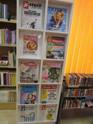 Foto zur Meldung: Neues Zeitschriftenregal in Hönow