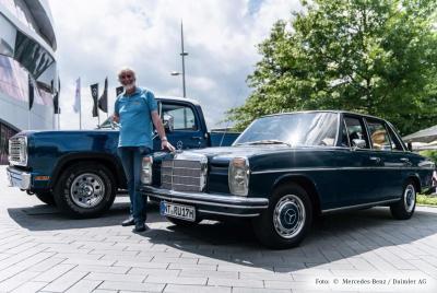 Rolf Knappert mit seinem 1970er 200/8 auf der Veranstaltung Cars & Coffee am Mercedes Museum