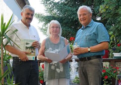 Vorschaubild zur Meldung: Volkbund ehrt aktive Demminer Sammlerin