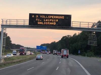Foto zu Meldung: Rehfelder und Zinndorfer löschten an der A9