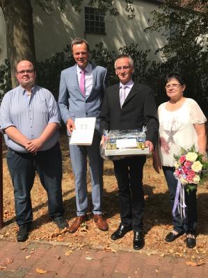 Personalratsvorsitzender Marcel Schmidt, Bürgermeister Heinrich Vesper, Jürgen Steinbrecher,  Anita Steinbrecher
