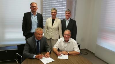Foto zur Meldung: Gemeinde Holzwickede und innogy unterzeichnen Gesellschaftsvertrag