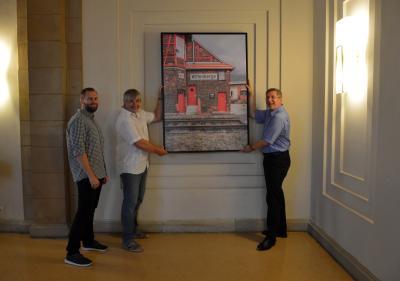 Vorschaubild zur Meldung: Bildkauf lässt Spendenstrom fließen - Stadt erwirbt Motiv Stellwerk