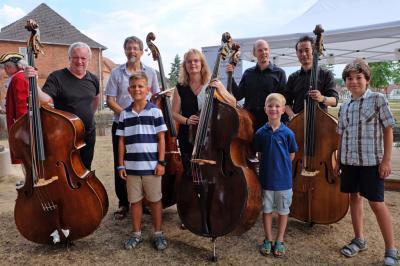 Foto zur Meldung: X. Internationaler Wettbewerb für Kontrabass - Ludwigslust hat ein neues Wahrzeichen