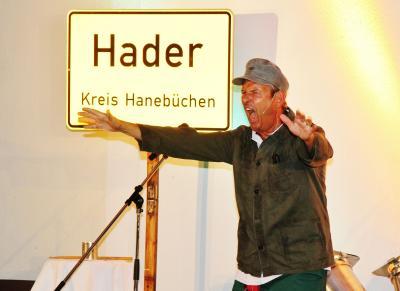 Foto zu Meldung: Weltpremiere – Bühnenjubiläen – Loenickers Hader, Erntehelfer Winkler und Spiekermann