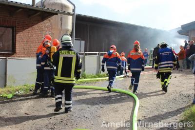Foto zur Meldung: Übung der Jugendfeuerwehr Bispingen: Scheunenbrand mit einer vermissten Person