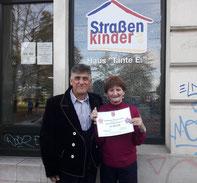 Foto zu Meldung: Scheckübergabe 300 EUR an Straßenkinder e.V.