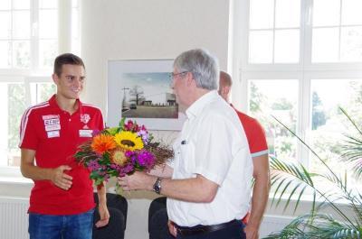 Im August 2017 empfing Bürgermeister Heiko Müller Geher Nils Brembach um ihm für seine Erfolge bei den Leichtathletik-Weltmeisterschaften in London zu gratulieren.