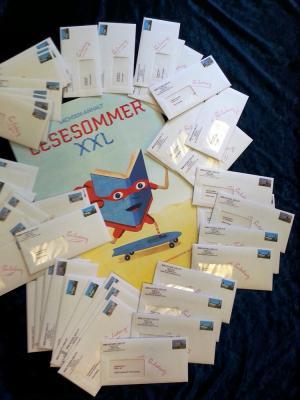 Vorschaubild zur Meldung: LESESOMMER XXL: Einladungen sind unterwegs!