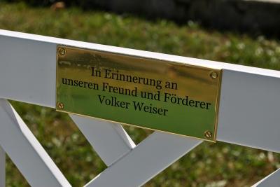 Foto zu Meldung: Zwei neue Bänke für den Museumsgarten