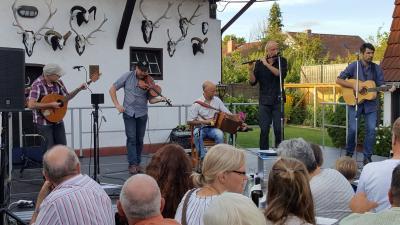 Foto zur Meldung: Live im Hof: An Tor und die Uniceltics begeistern im voll besetzten Hof Metz